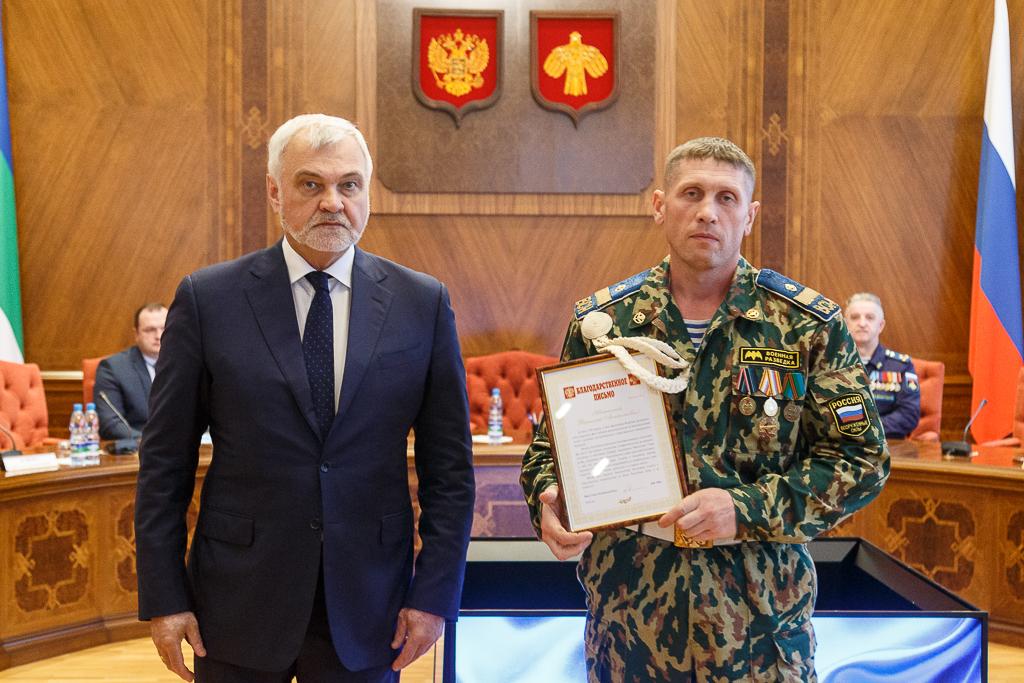 Владимир Уйба поблагодарил ветеранов воздушно-десантных войск за активное участие в общественной жизни республики