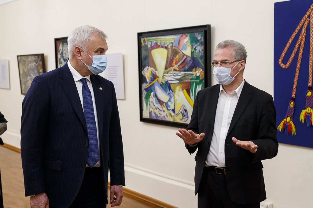 Владимир Уйба посетил выставку работ Василия Кандинского